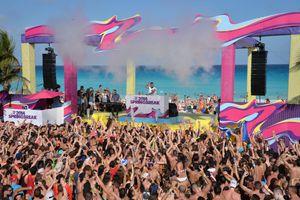 Spring break crowds by beach in Cancun