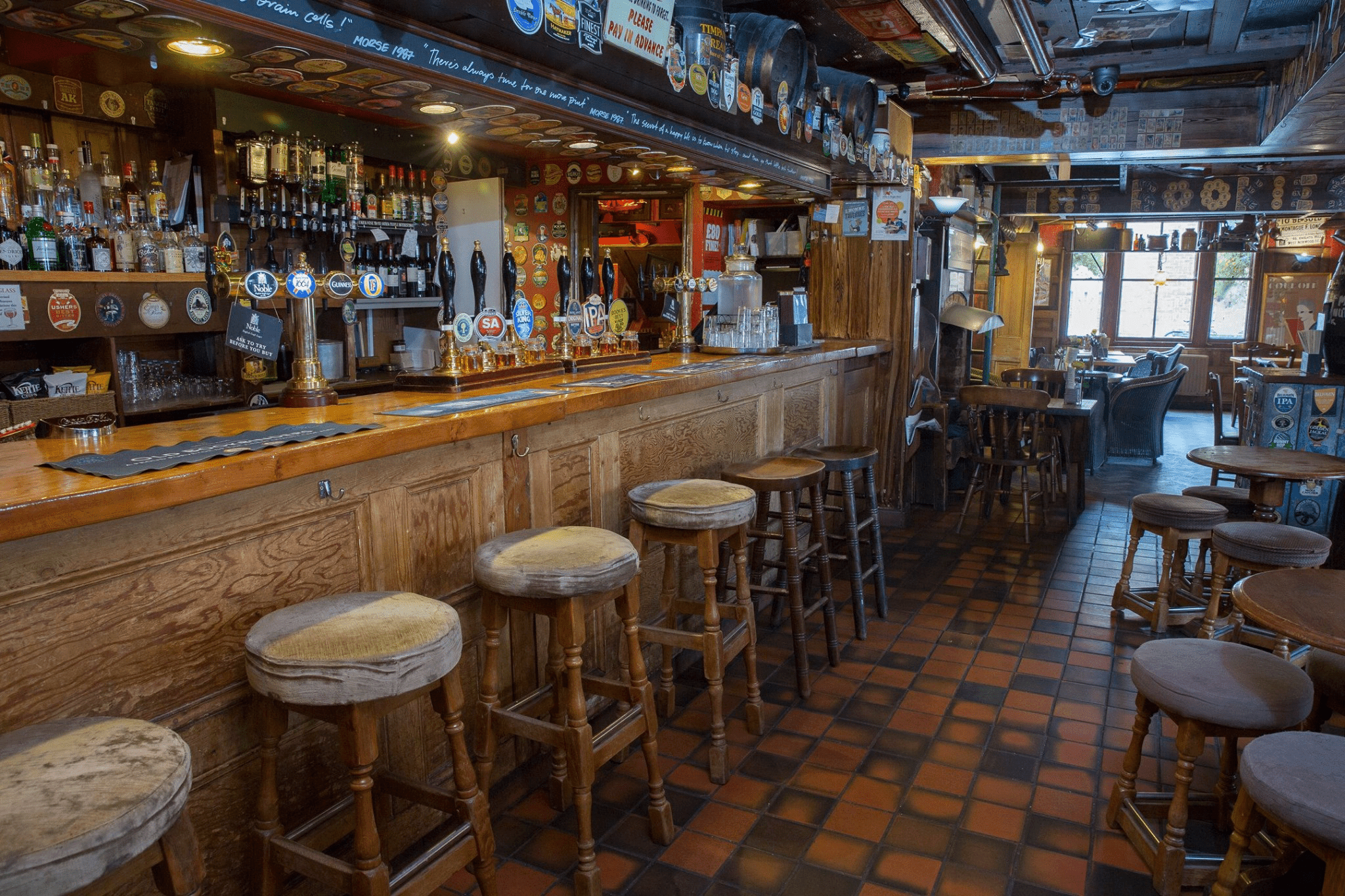 Inside the Old Bookbinders Ale House