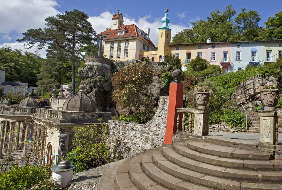 Bristol Colonnade debajo de Chantry Row en Portmeirion, Gales