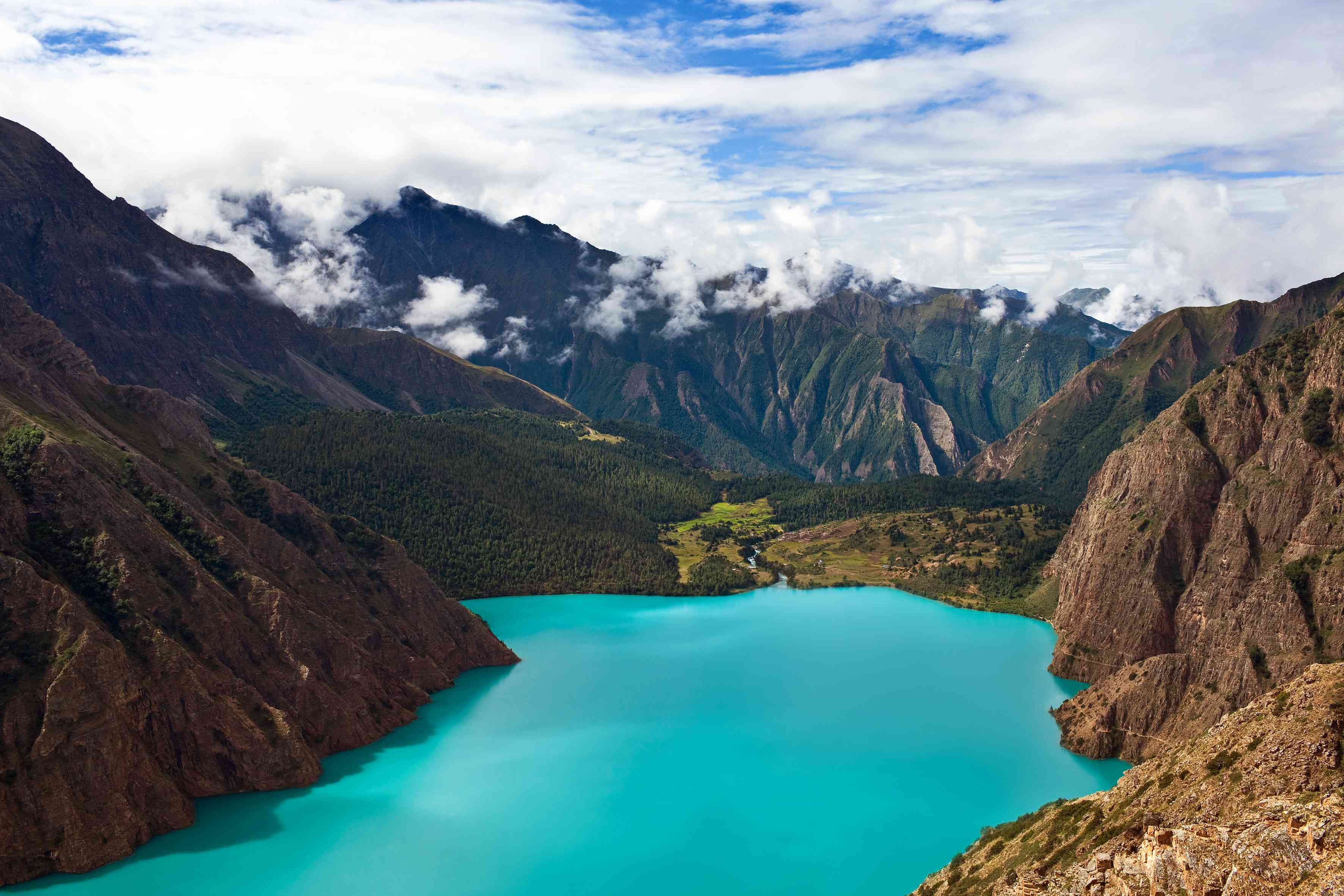 bright turquoise lake surrounded by brown mountains