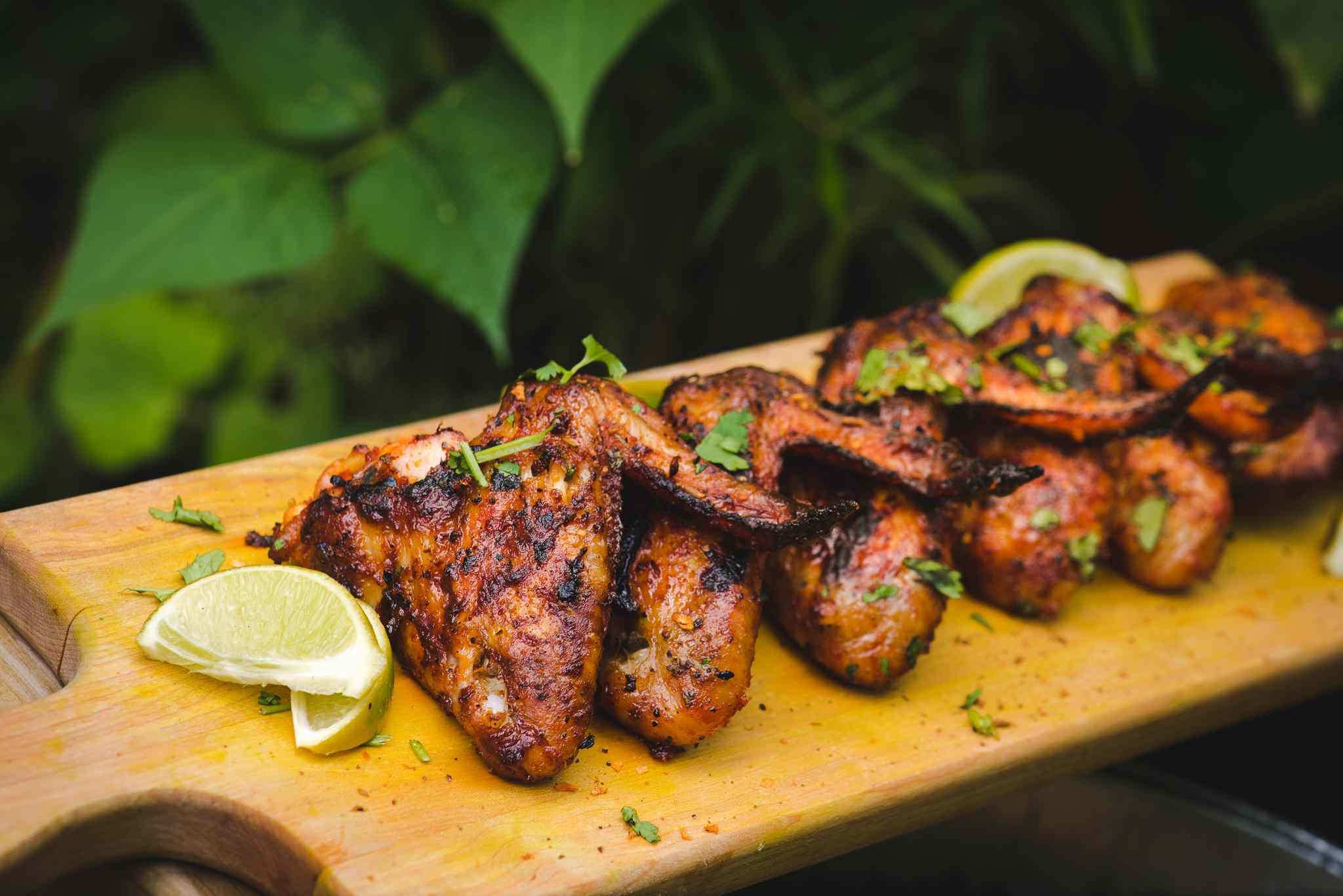 Chicken wings on a cutting board from La Korrigane