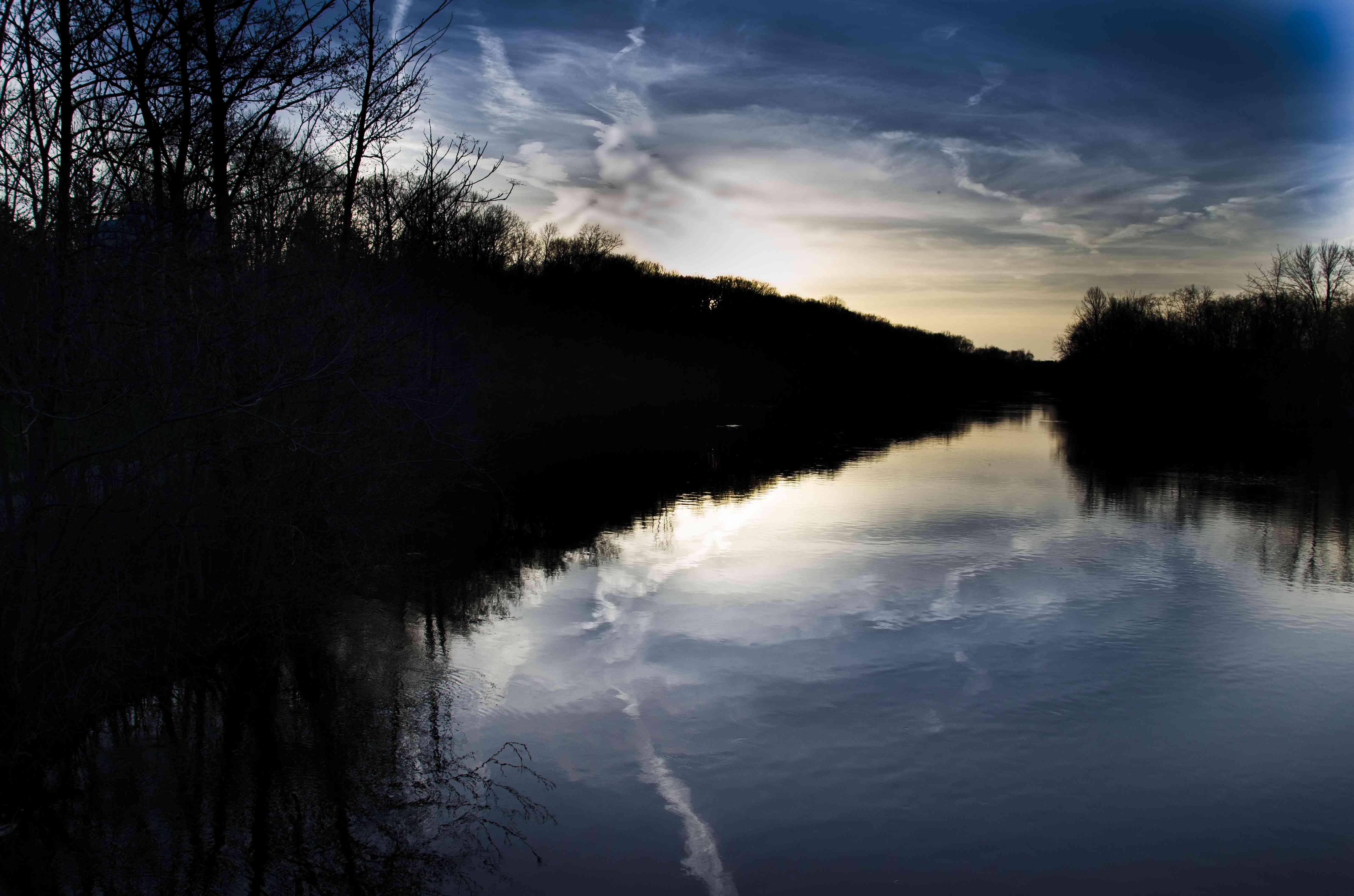 Puesta de sol en el río Huron. Ann Arbor, MI
