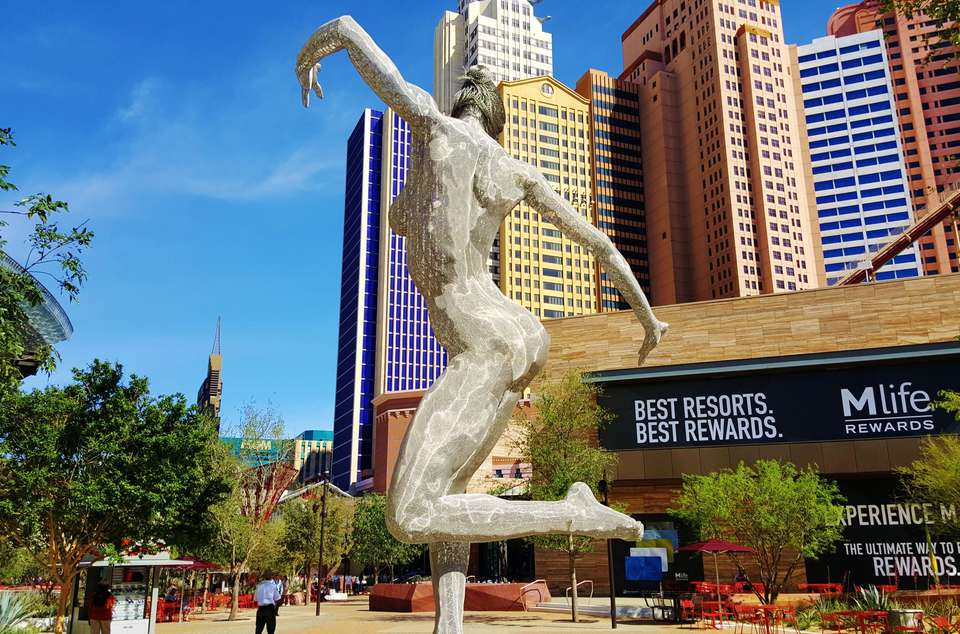 sculpture at the las vegas strip