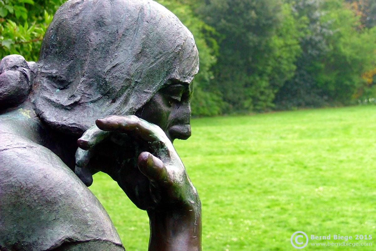 In pensive mood in Dublin's Archbishop Ryan Park (Merrion Square) - the Éire Memorial.