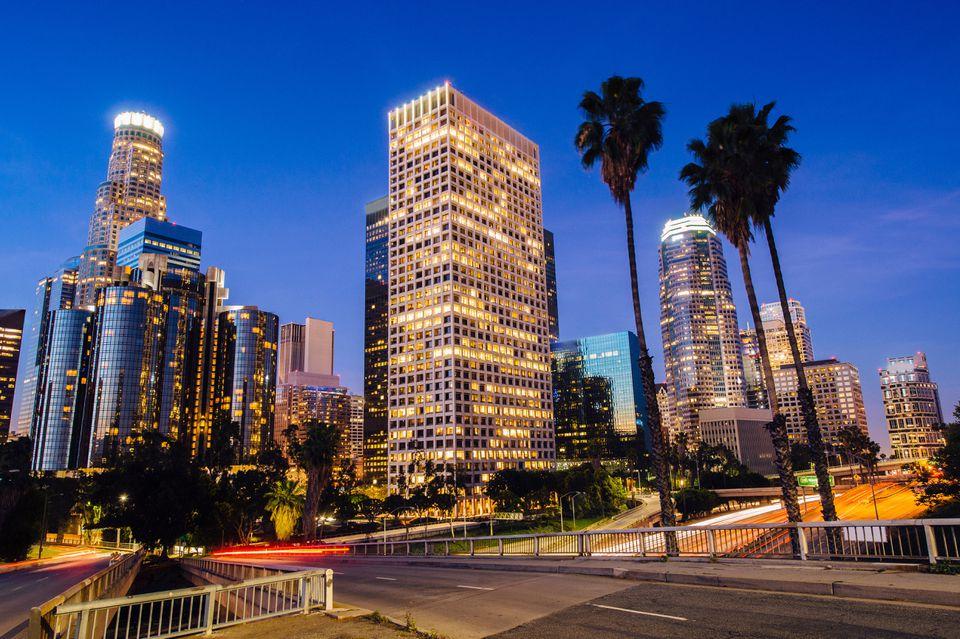 El centro de Los Ángeles al anochecer