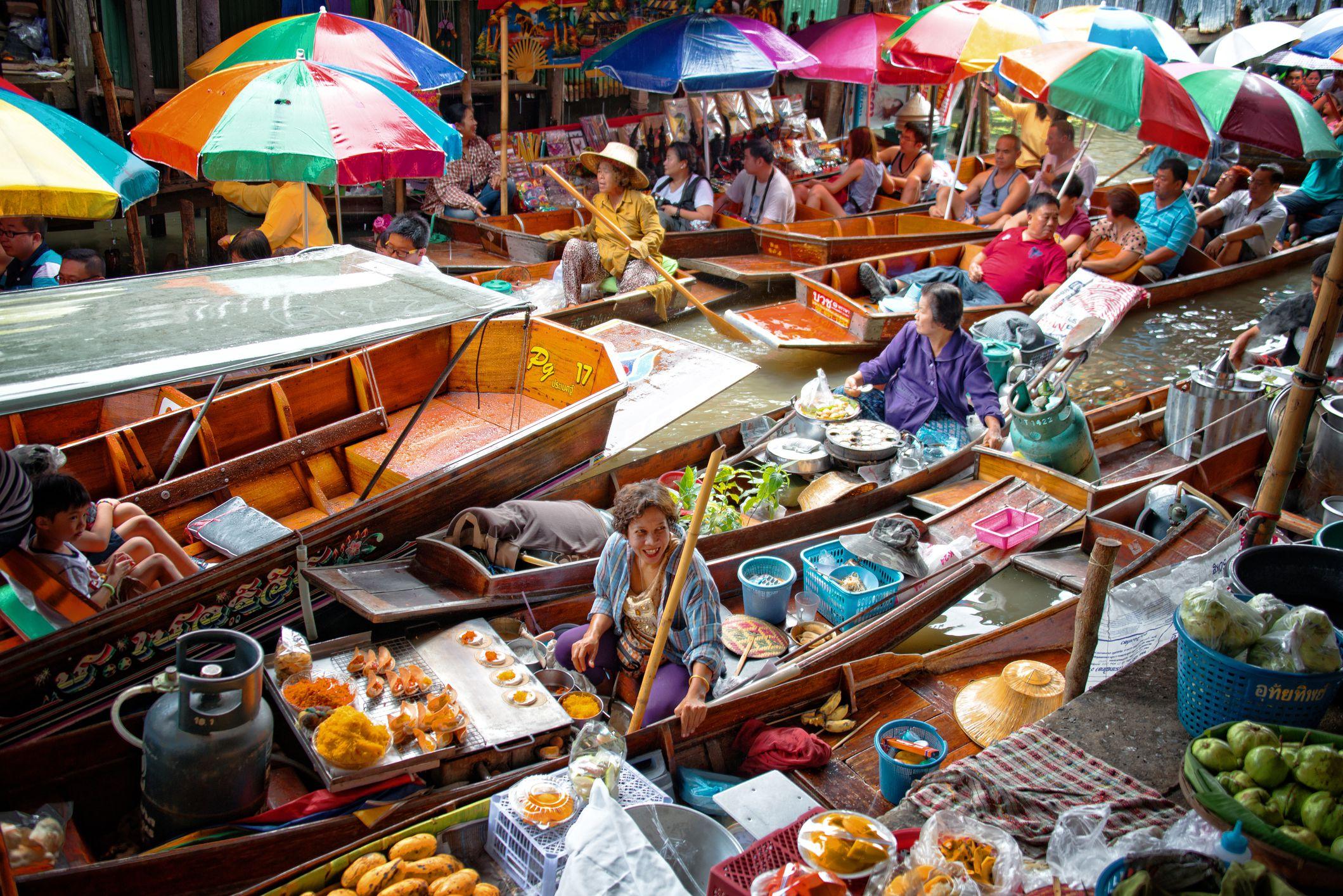 Why Damnoen Saduak Floating Market Needs an Early Start