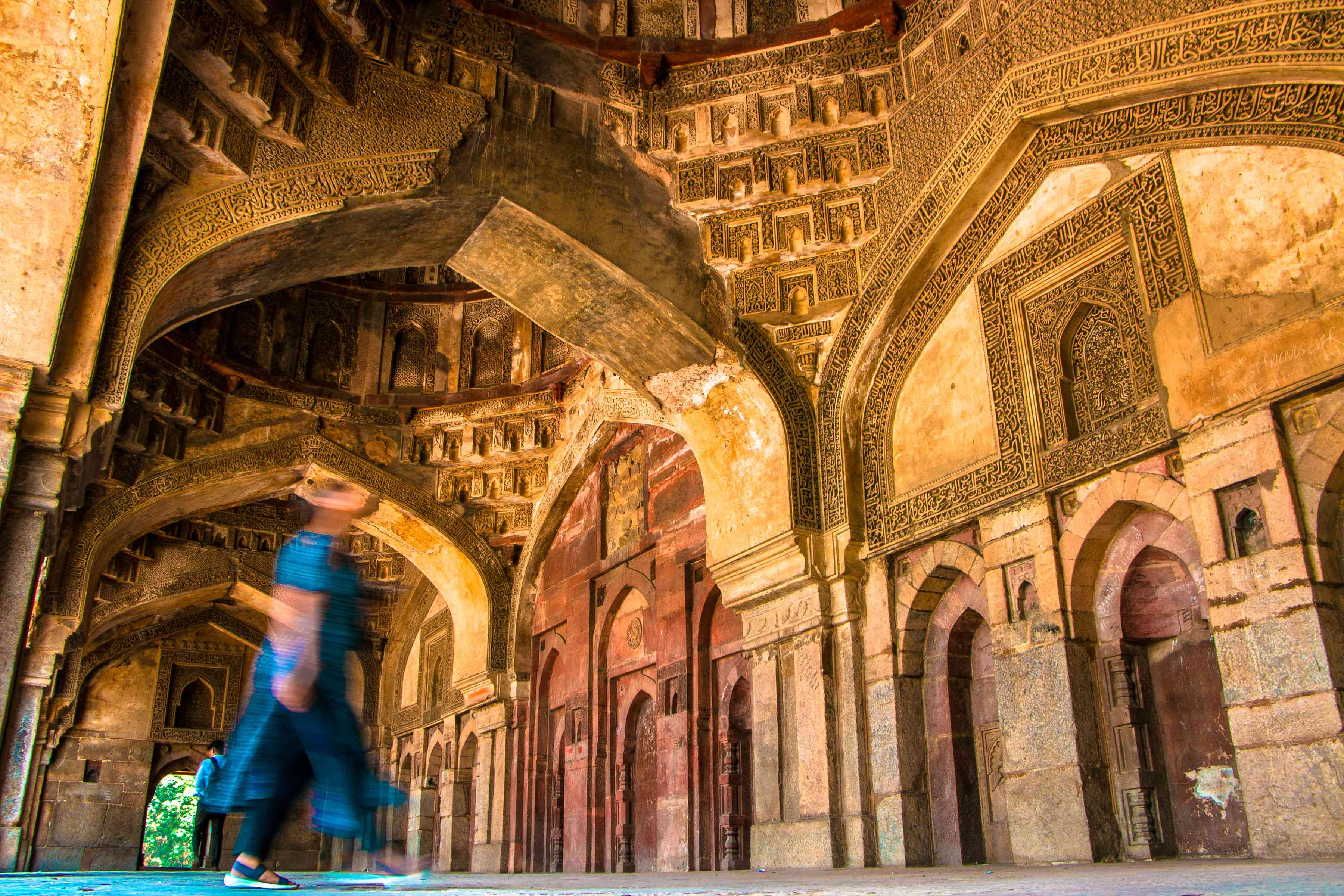 Time lapse of someone walking through the Bada Gumbad complex in Lodhi Gardens