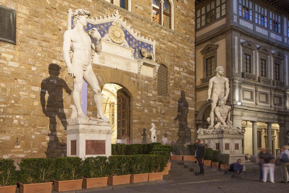 David's replica statue in front of Palazzo Vecchio