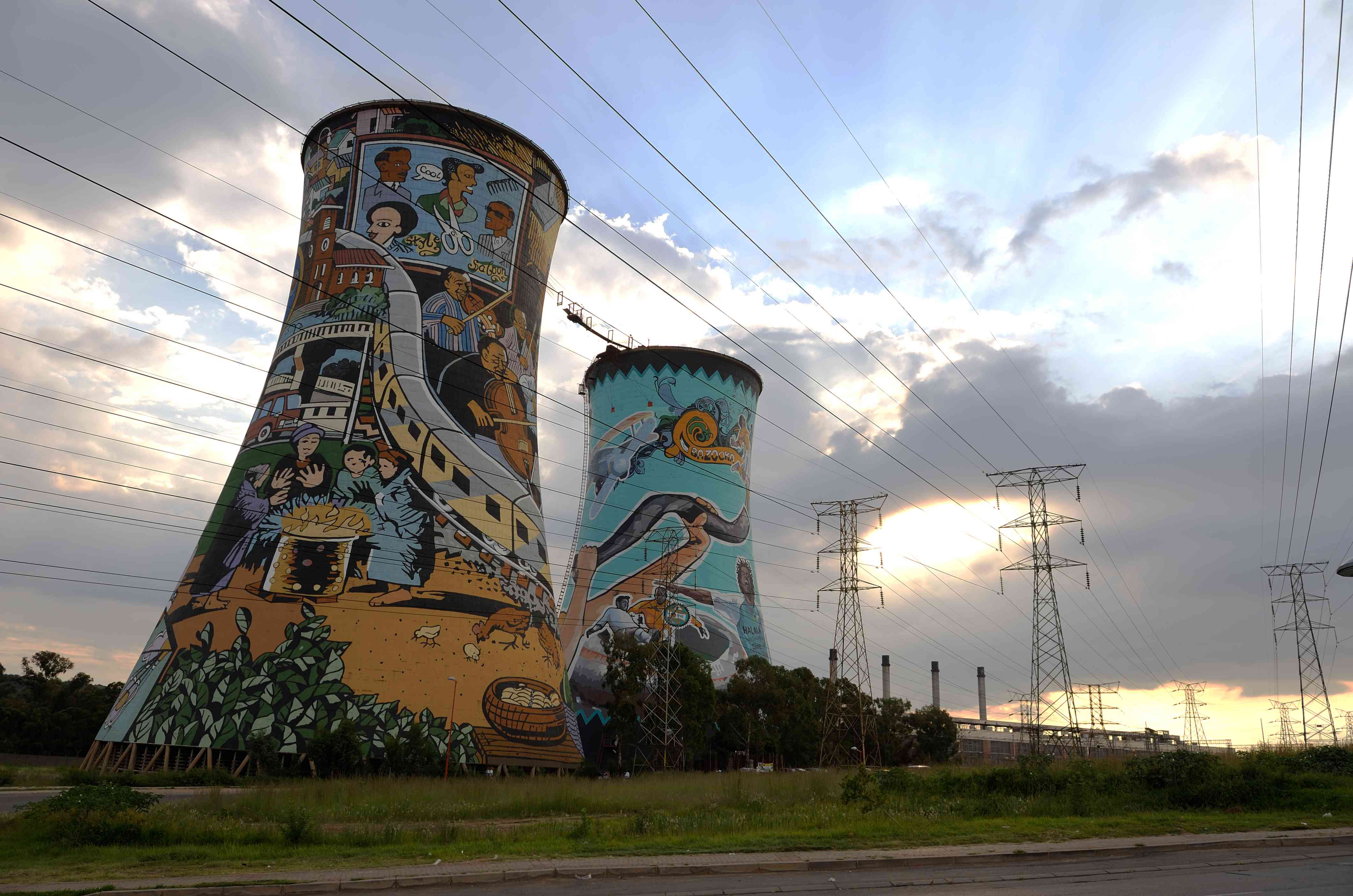 Mural painting and graffitis on the Orlando Tower