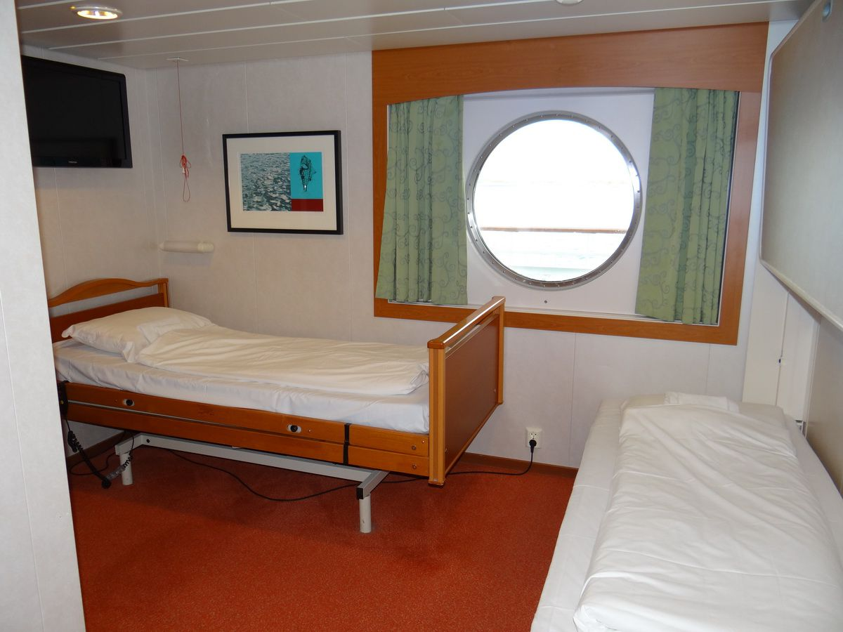 Midnatsol Ocean View Handicap-Accessible Cabin