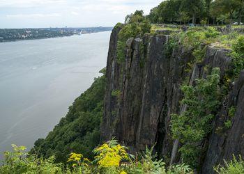 Cliffs over the Hudson River in Palisades Interstate Park