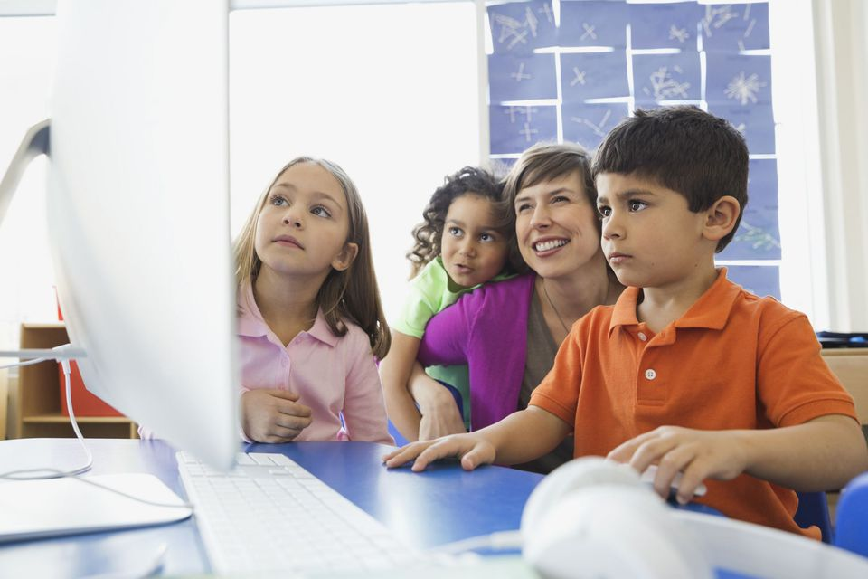 A picture of kids taking a virtual field trip