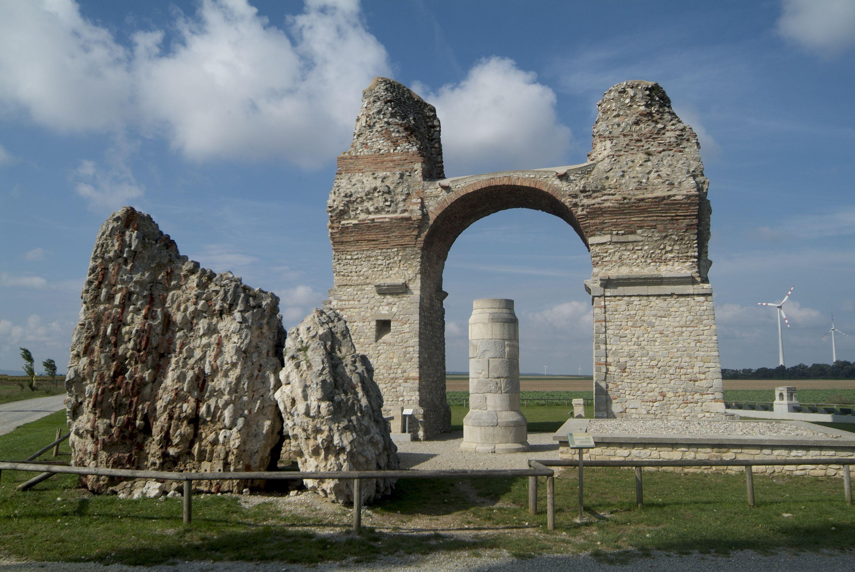 Ruinas en Carnuntum, una ciudad romana del siglo I cerca de AD Viena, Austria