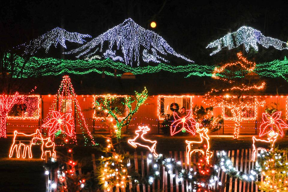 The Lights of Christmas - Christmas Towns And Getaways In The Pacific Northwest