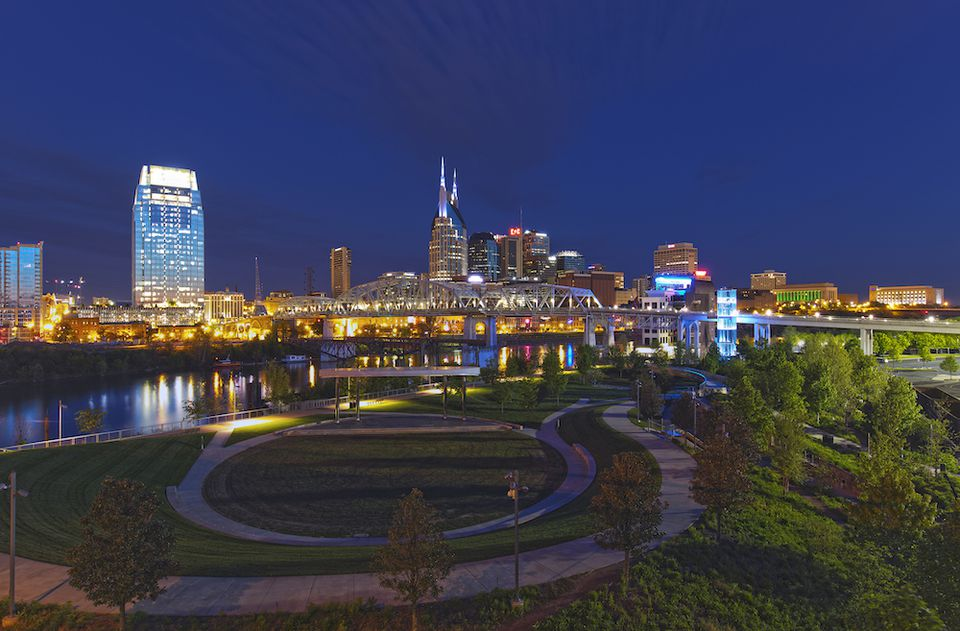 Horizonte de Nashville en la noche.