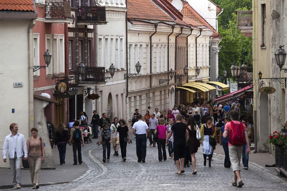 Peatones, Pilies Street, Vilnius, Lituania