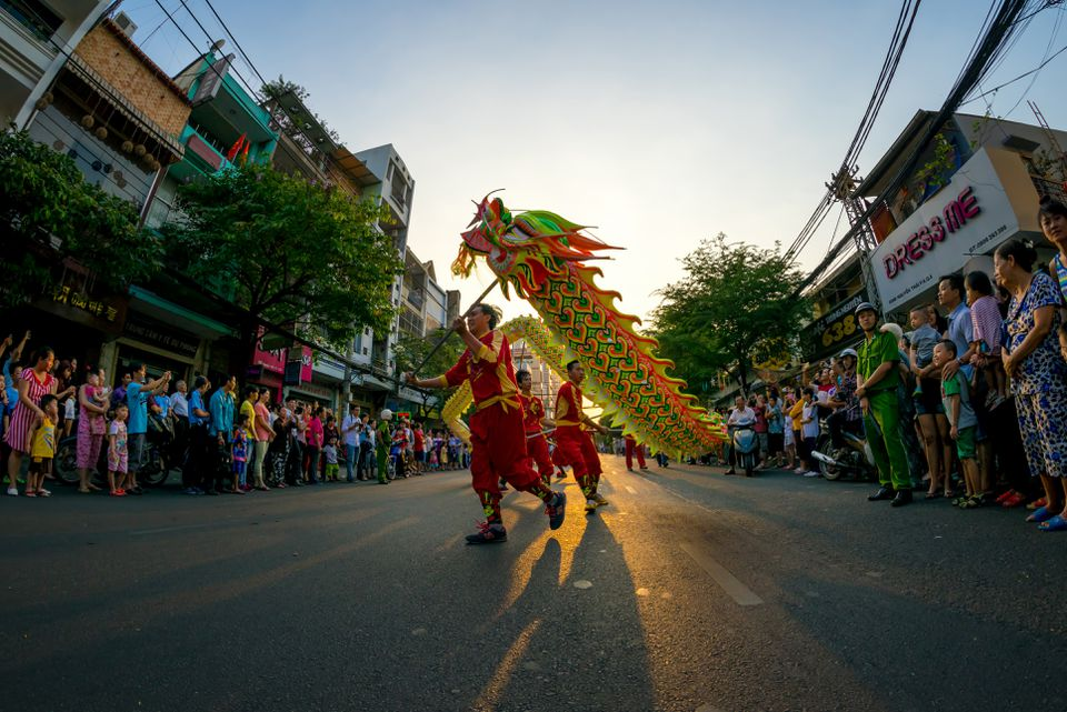 Dragon dance performances in the street First full moon new year Festival