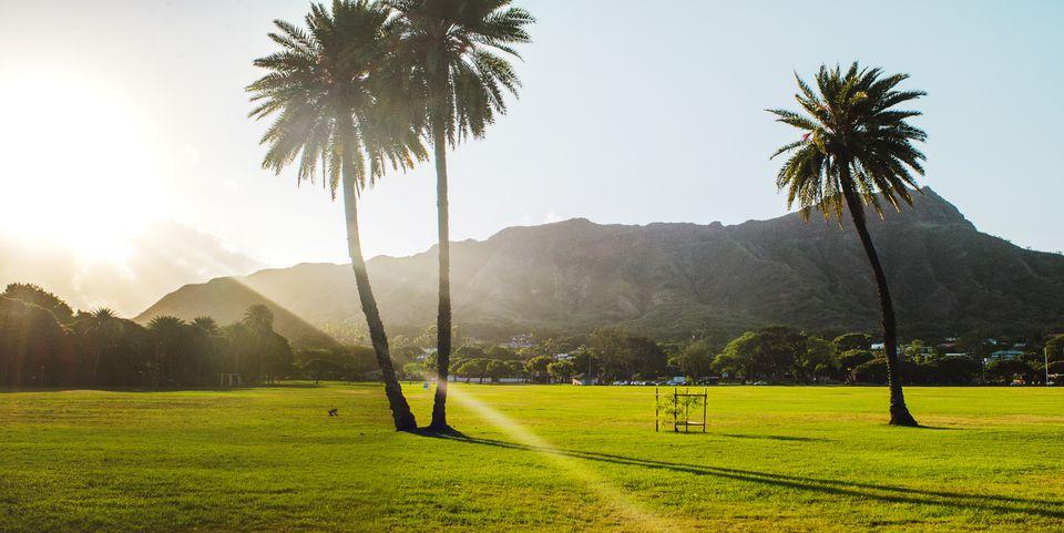 Parque Queen Kapiolani durante el amanecer