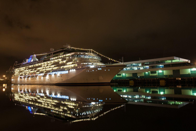 Un crucero atracado en la Terminal de Cruceros de Los Ángeles, también conocido como World Cruise Center
