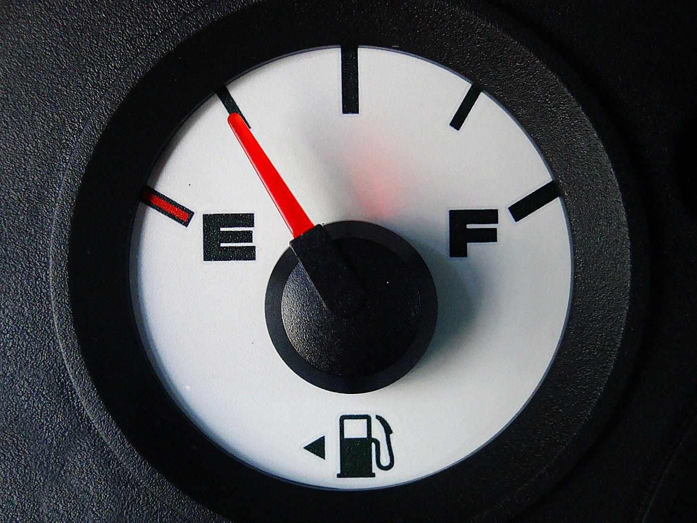 Pinterest_RoadTripHacks_FuelGaugeGas.jpg