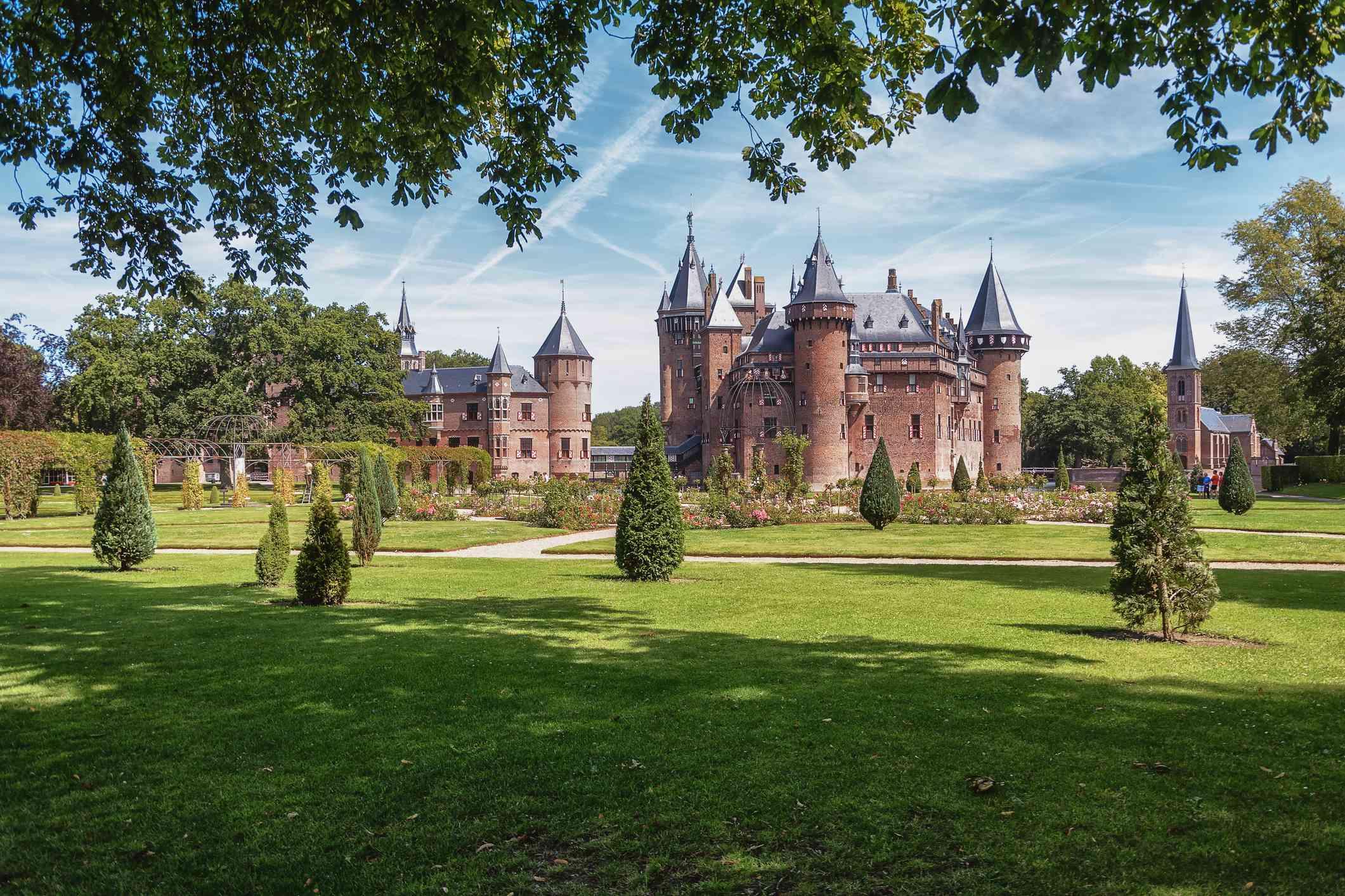 The fairytale Kasteel de Haar is located in the Dutch