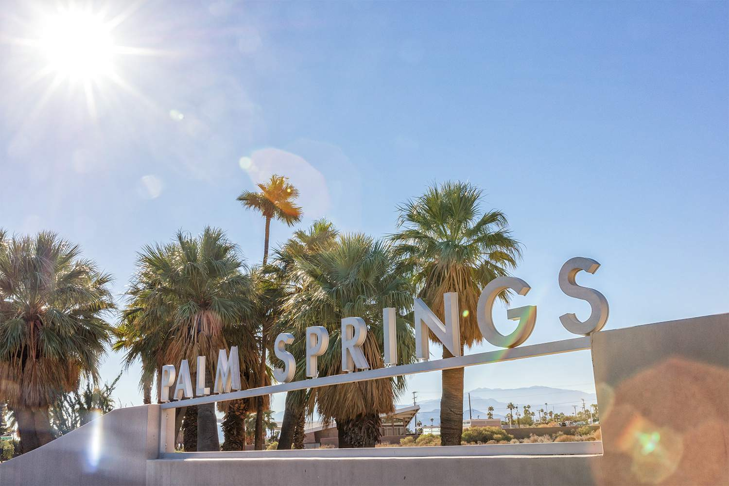 How to Travel Between Los Angeles and Palm Springs