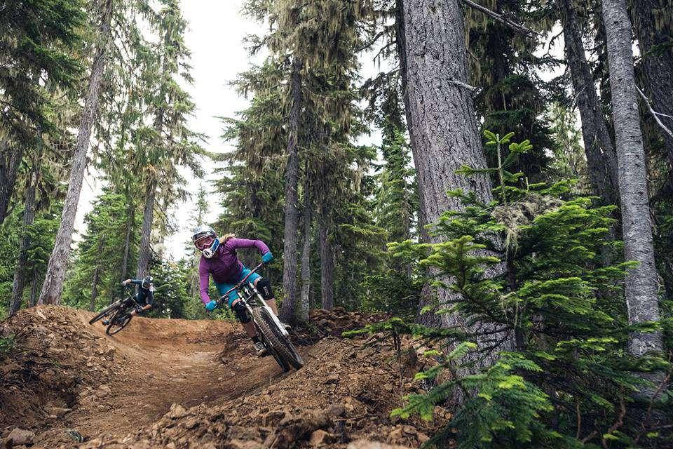 Women mountain biking with Mount Washington Alpine Resort