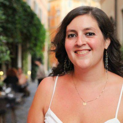 Headshot of Laura Itzkowitz